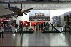 Caen - Mémorial pour la Paix Innenansicht mit Brandenburger Tor am Tag des Mauerfalls
