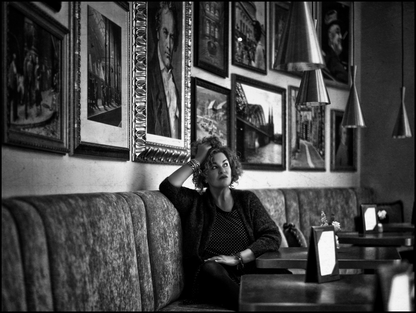 [ CAFÉ DE PARIS ]