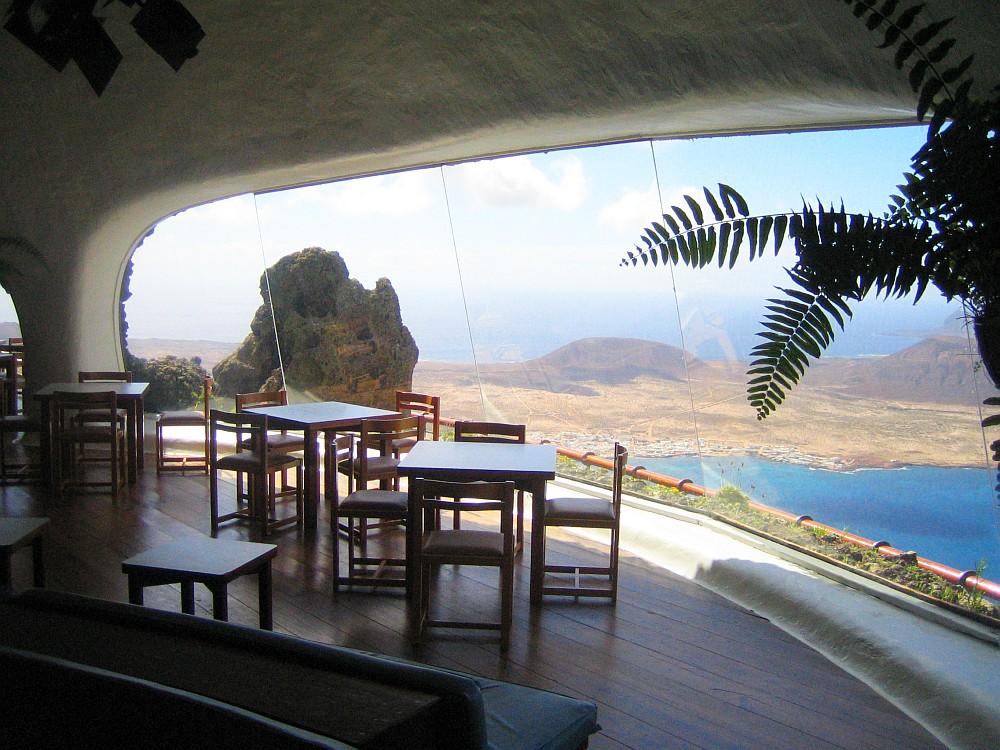 Café in der Felswand