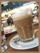 Cafe Latte mit kleinen Mokka in Wien