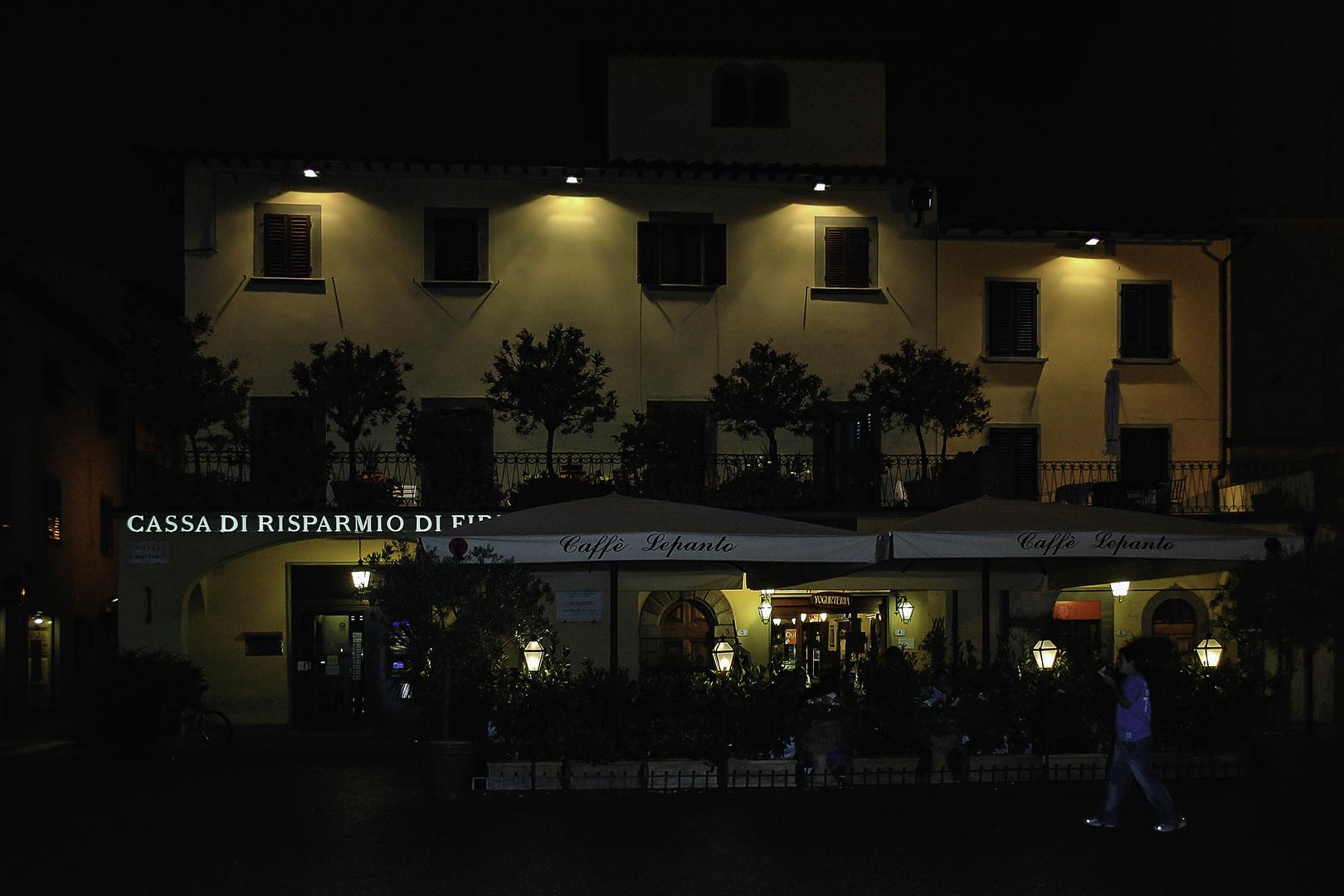 Caffé by night