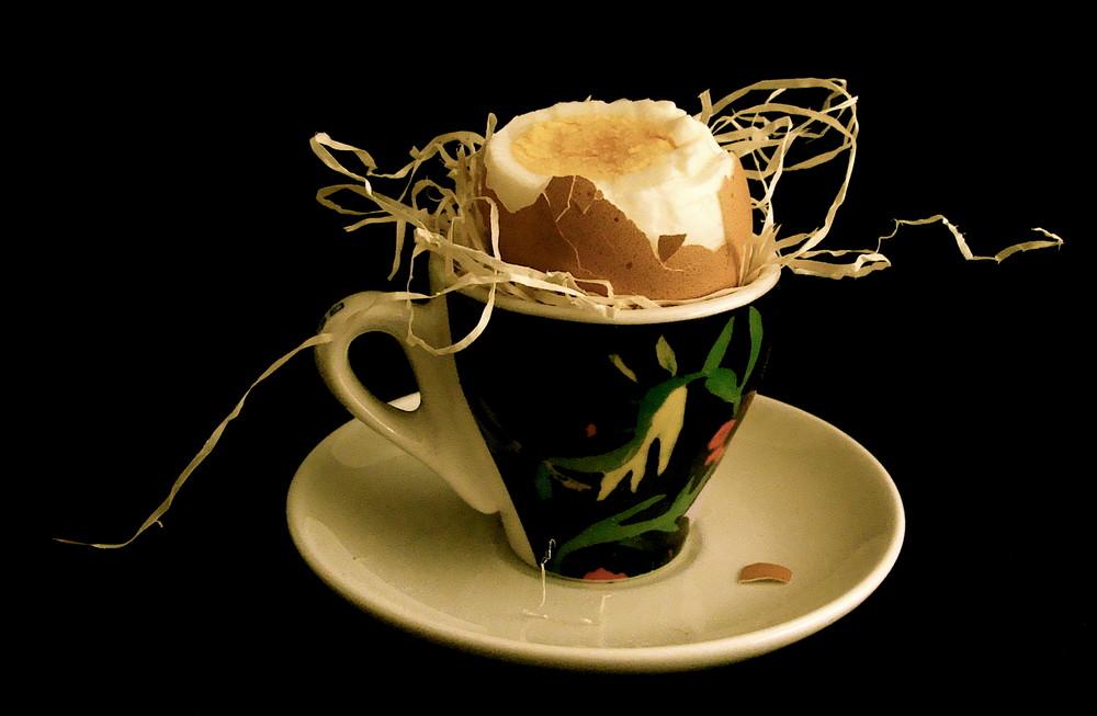 caffè con uovo sodo
