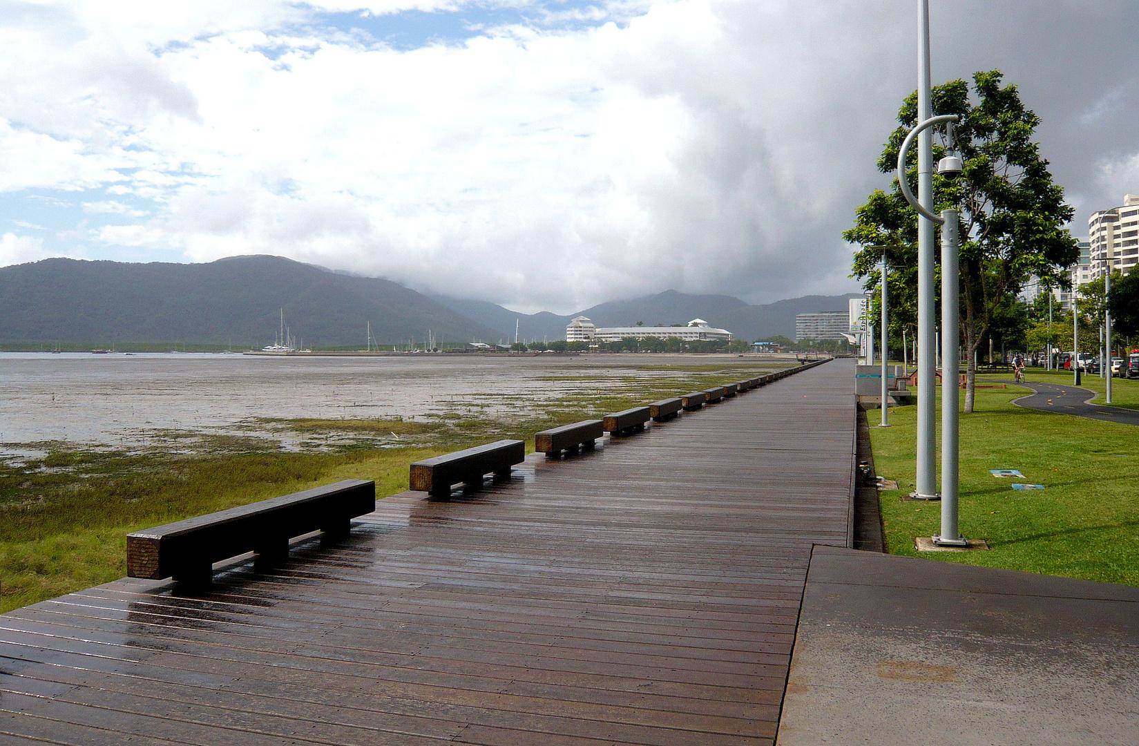 Cairns im Regen