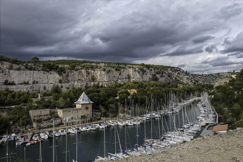Calanque de Port-Miou par temps couvert .