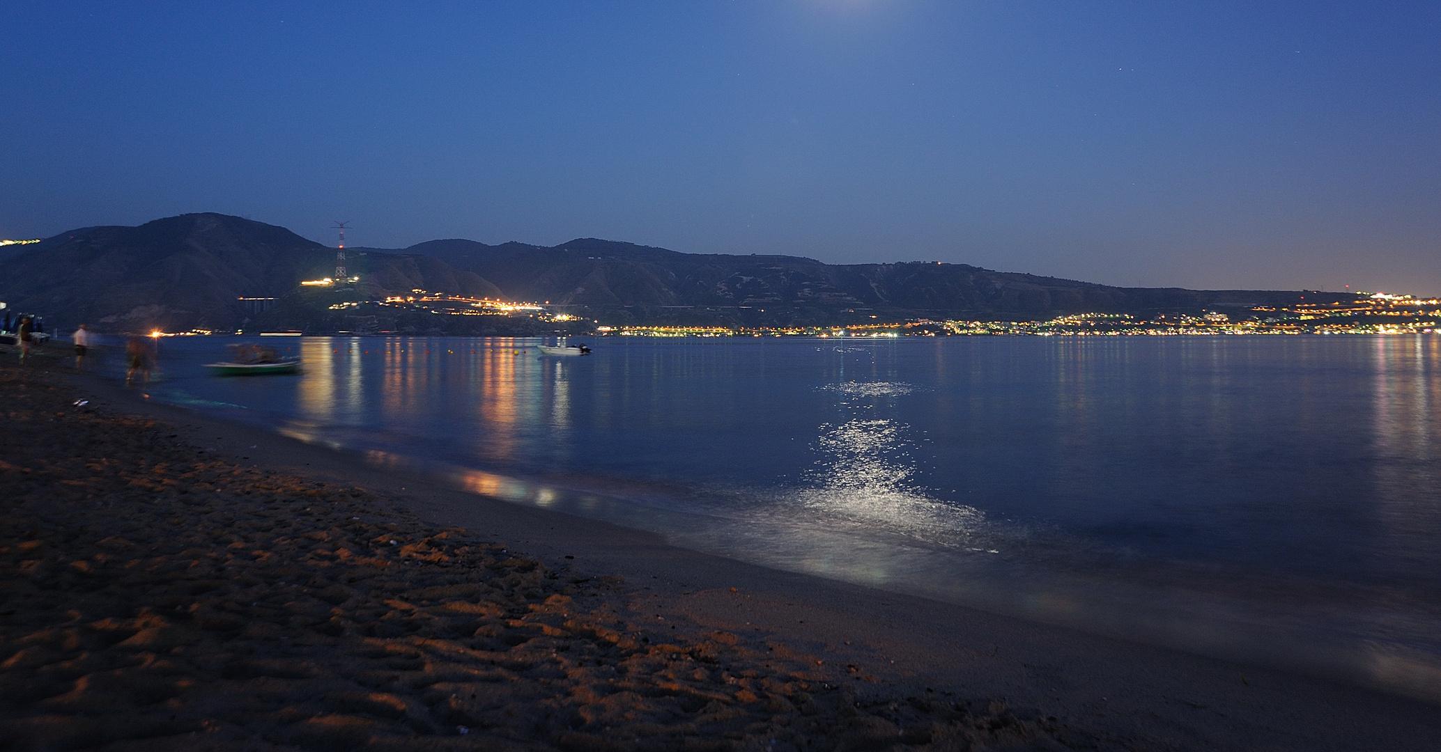 ... calda notte d'estate sull' Scilla e Cariddi