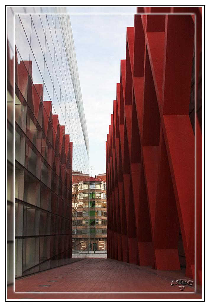 Callejon junto al Museo de Evolucion Humana de Burgos (Aclarada con PS)