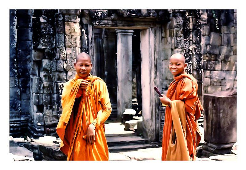 "Cambodia ""Smiling buddhists in paradise"""