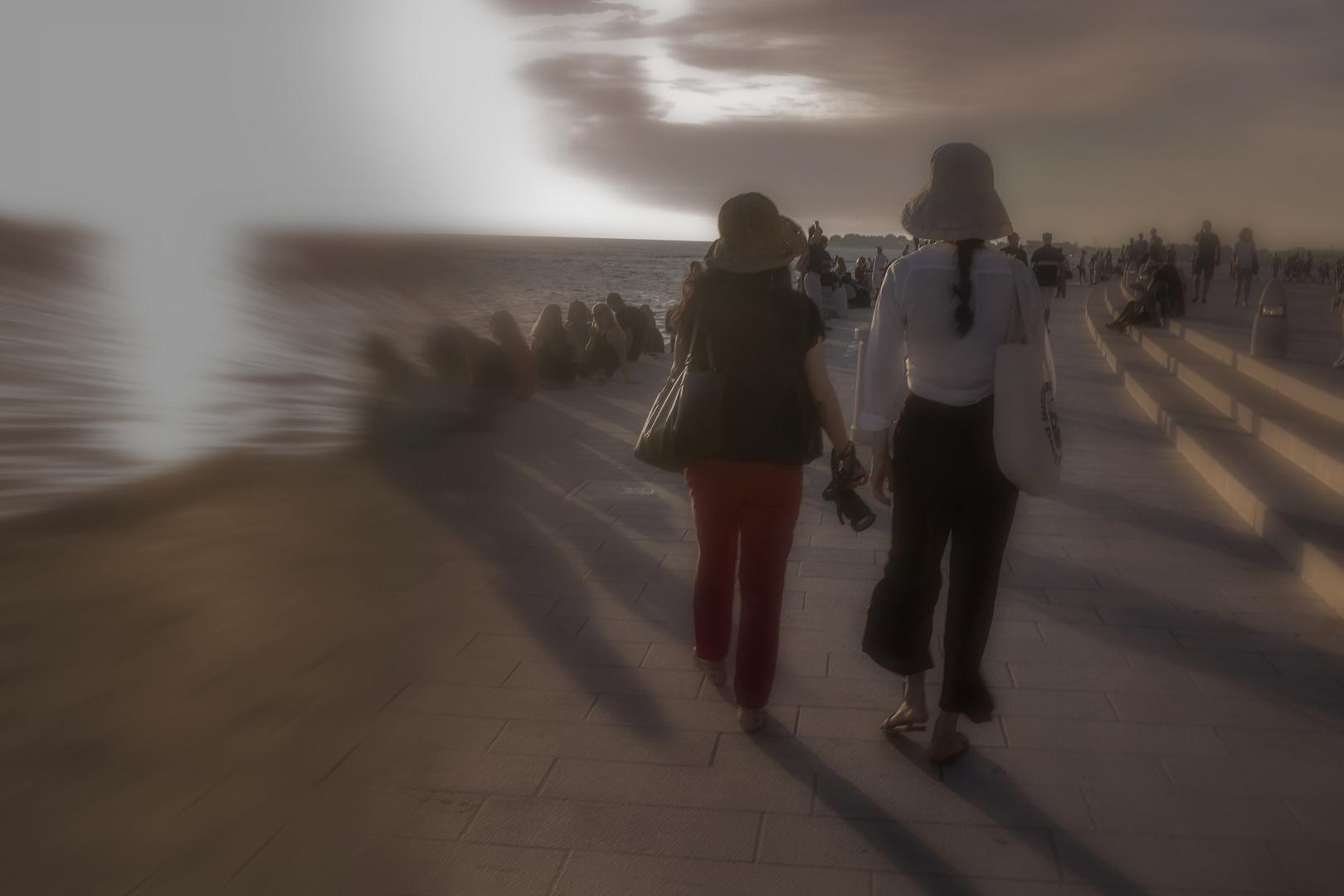 Caminando en el atardecer