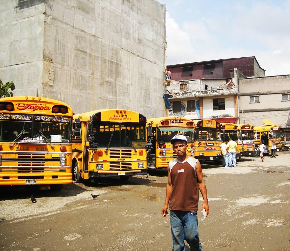 Camionettas en San Pedro de la Sula