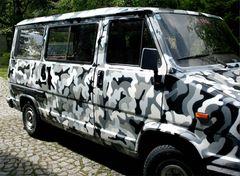 Camouflage-Bus in Innsbruck,Österreich von CesarOne.SNC