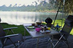 Camping! Perspektive vom Esstisch aus!
