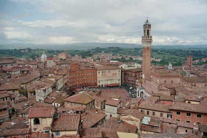 Campo in Siena mit torre della mangia