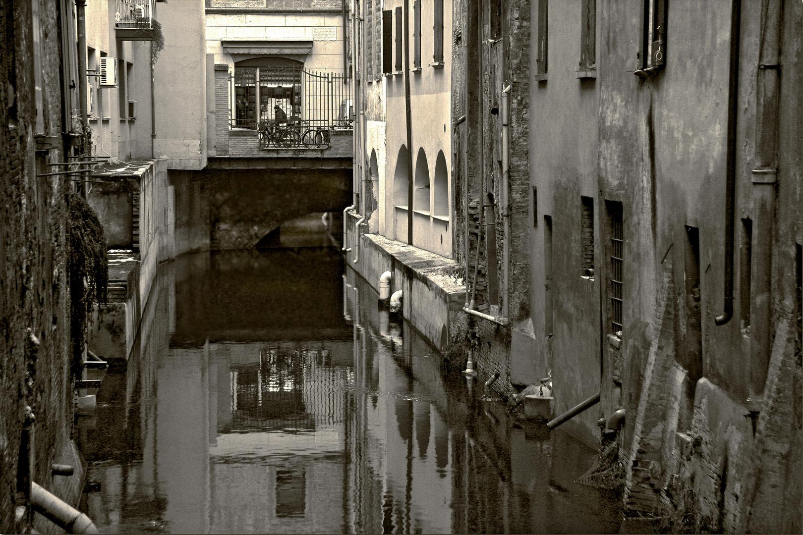 Canale in città