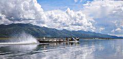 Canot rapide sur le lac Inlé