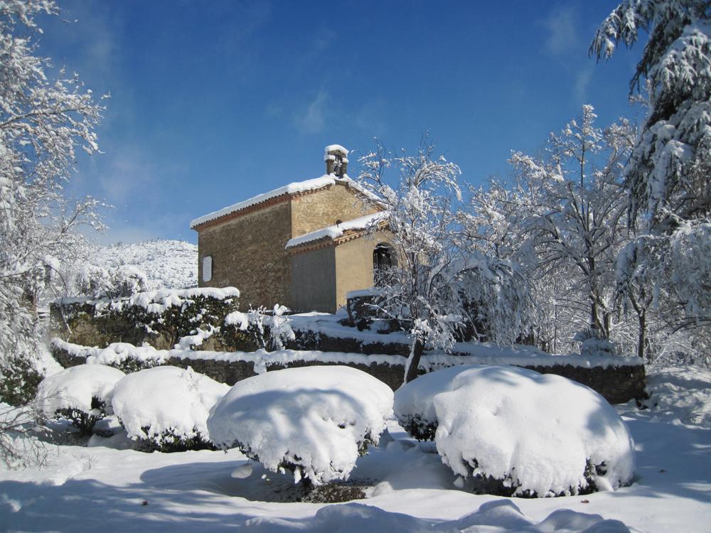 Capilla y nevada