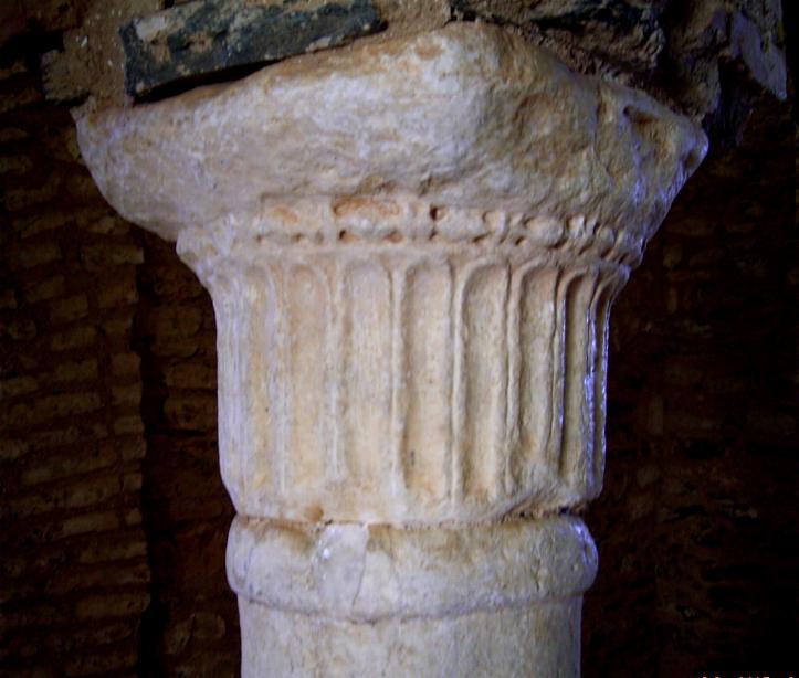Capitel jónico (Mezquita de Almonaster)