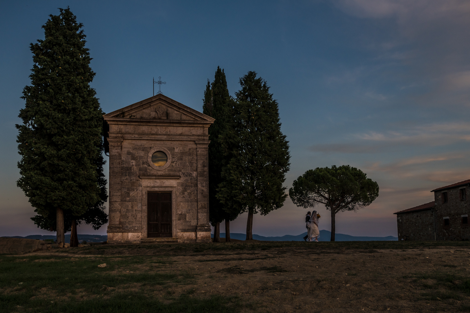 Cappella della Madonna di Vitaleta, Toskana, Italien, Hochzeit, Brautpaar