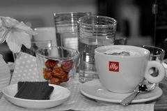 Cappuccino und etwas Süßes dazu