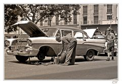 car repair on the streets of havanna