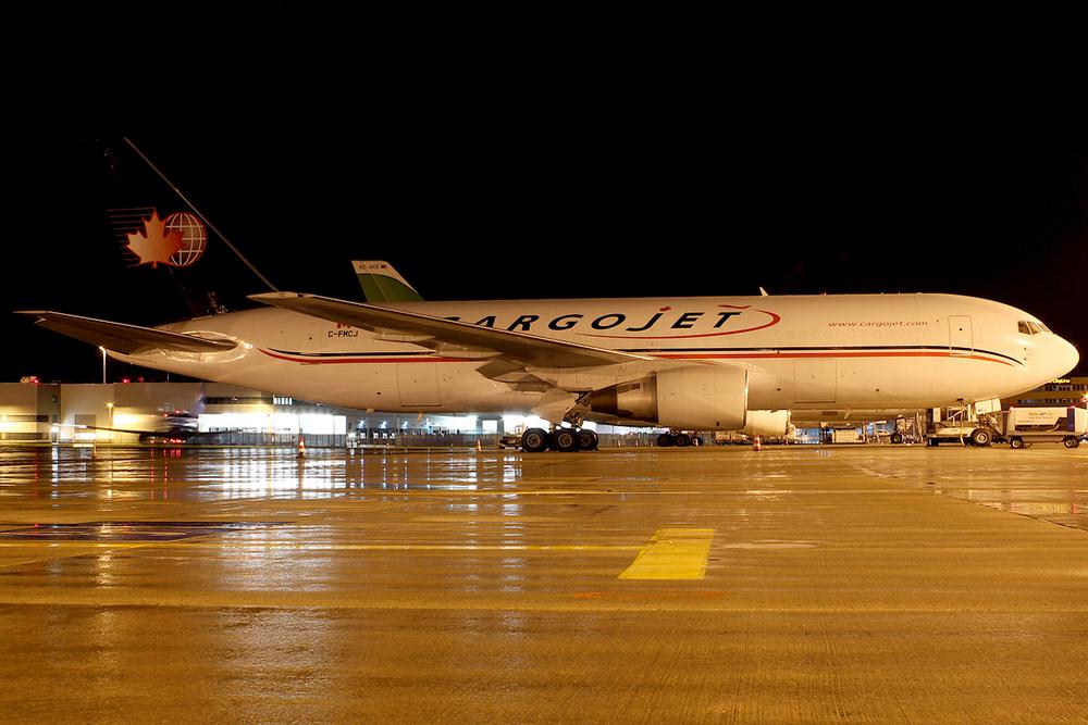 CargoJet Airways Boeing 767-223(F) C-FMCJ