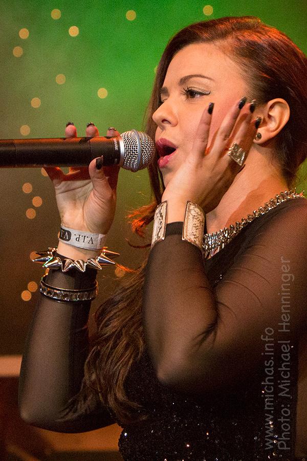 Carolina beim Holztrio x-mas Rock 2012
