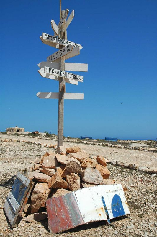 Cartello per naviganti.... (Lampedusa)