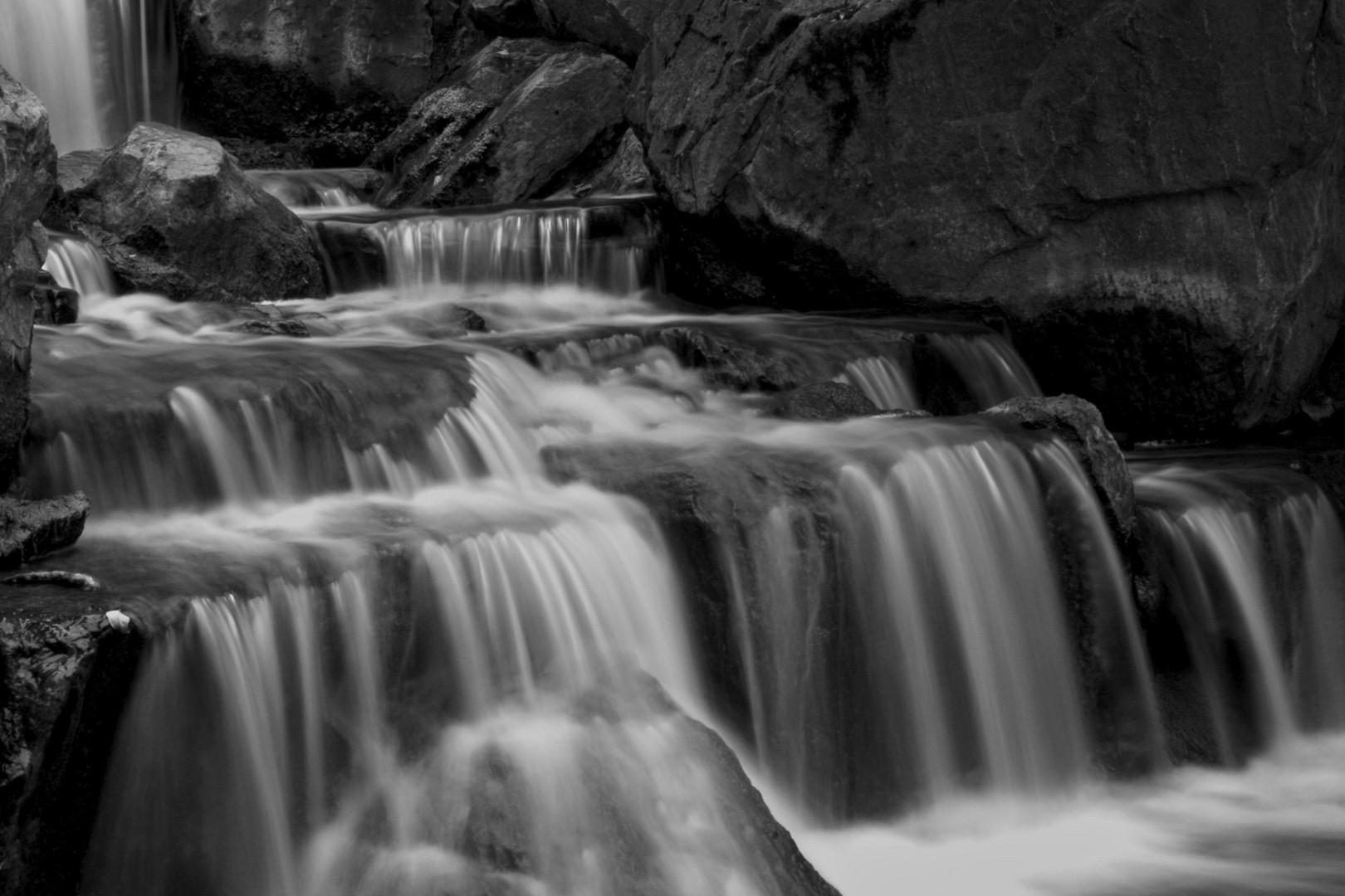 Cascata in bianco e nero