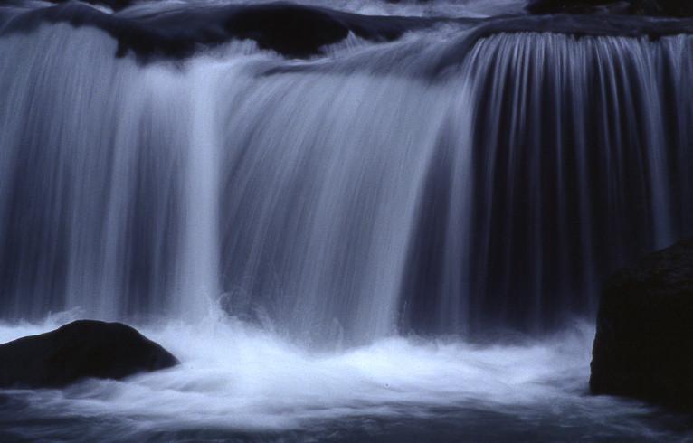 cascata mossa