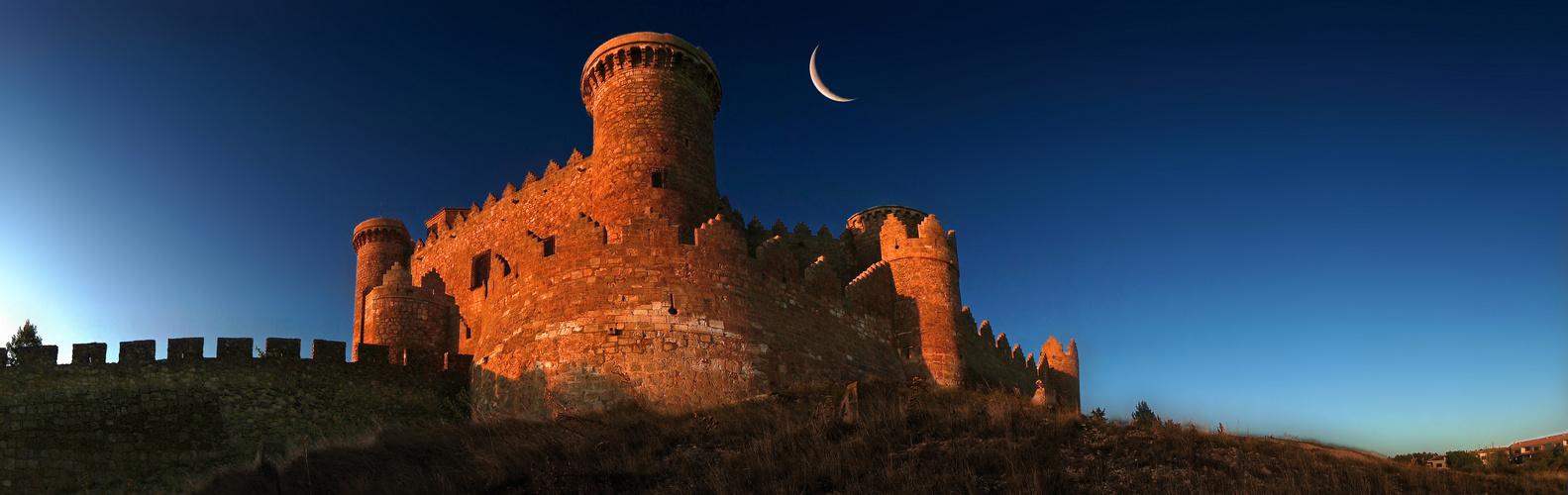 ¨Castillo de Belmonte¨ with Moon/ Castilla La Mancha/ Spain