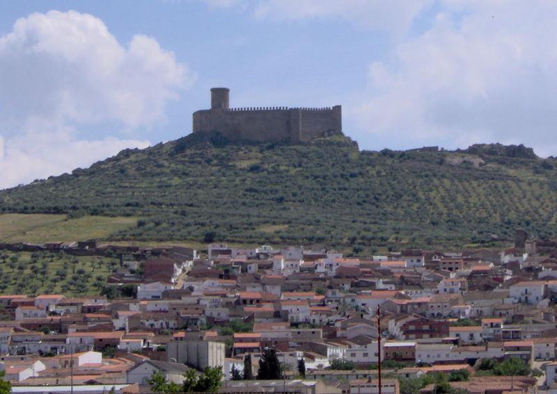Castillo y pueblo