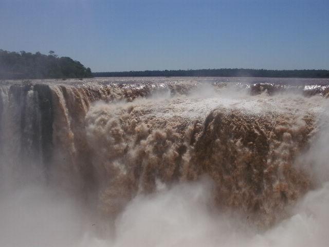 Cataratas del Iguazú. Salto Garganta del Diablo, 80 m. Argentina.
