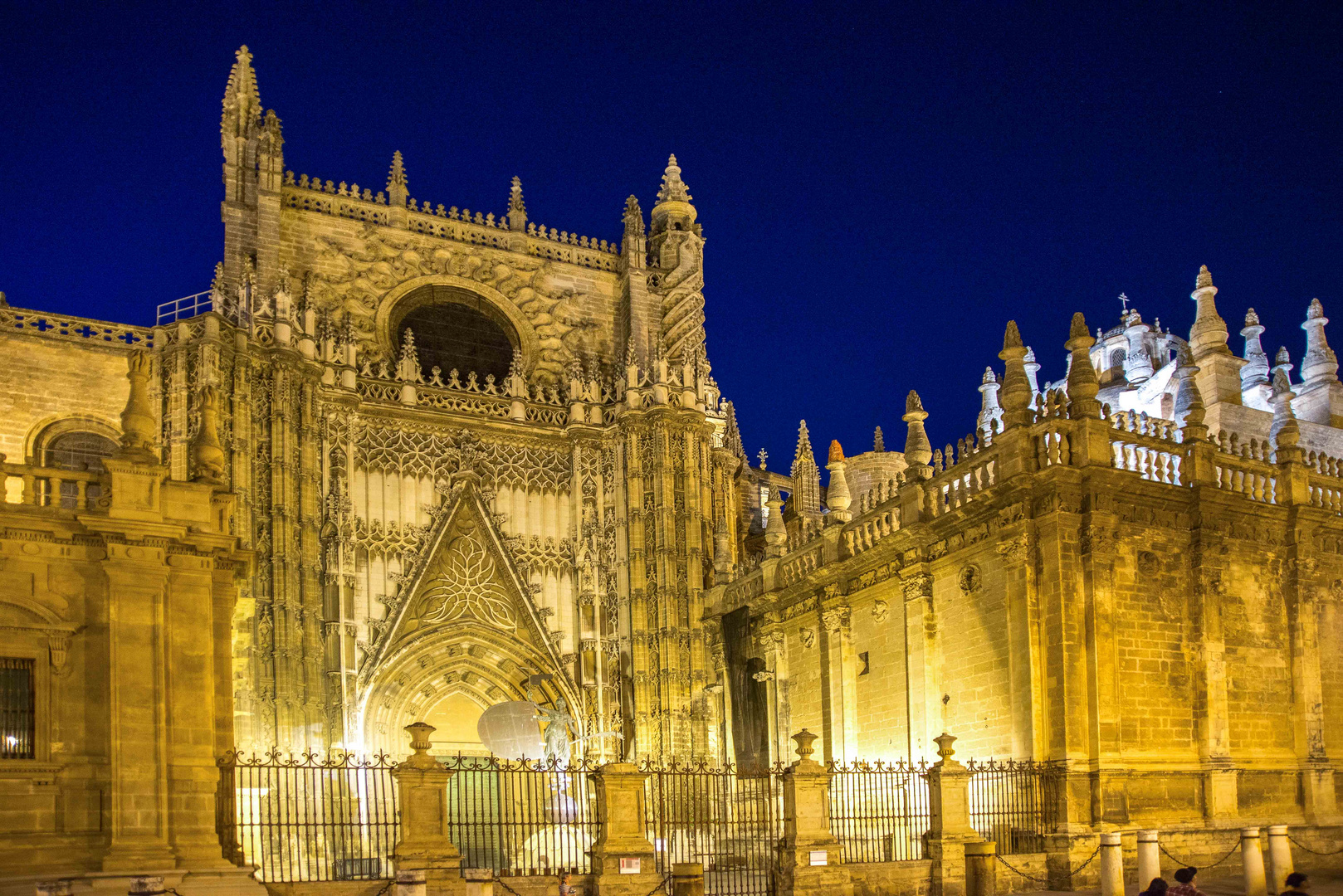 Catedral of Seville at night