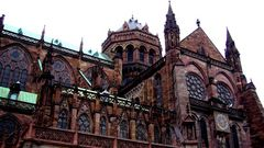 cathédrale de strasbourg sous la pluie