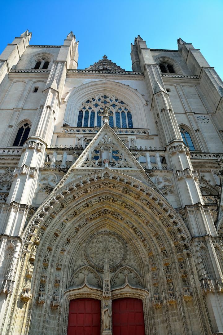 Cathedrale Saint-Pierre et Saint-Paul _02