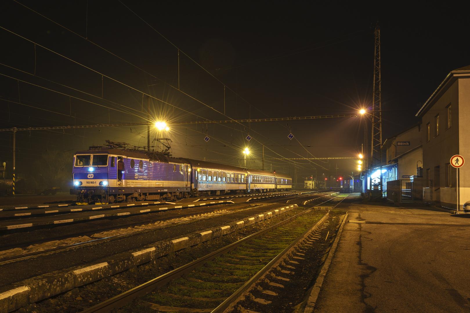 CD 163 063 mit R in Melnik am Abend
