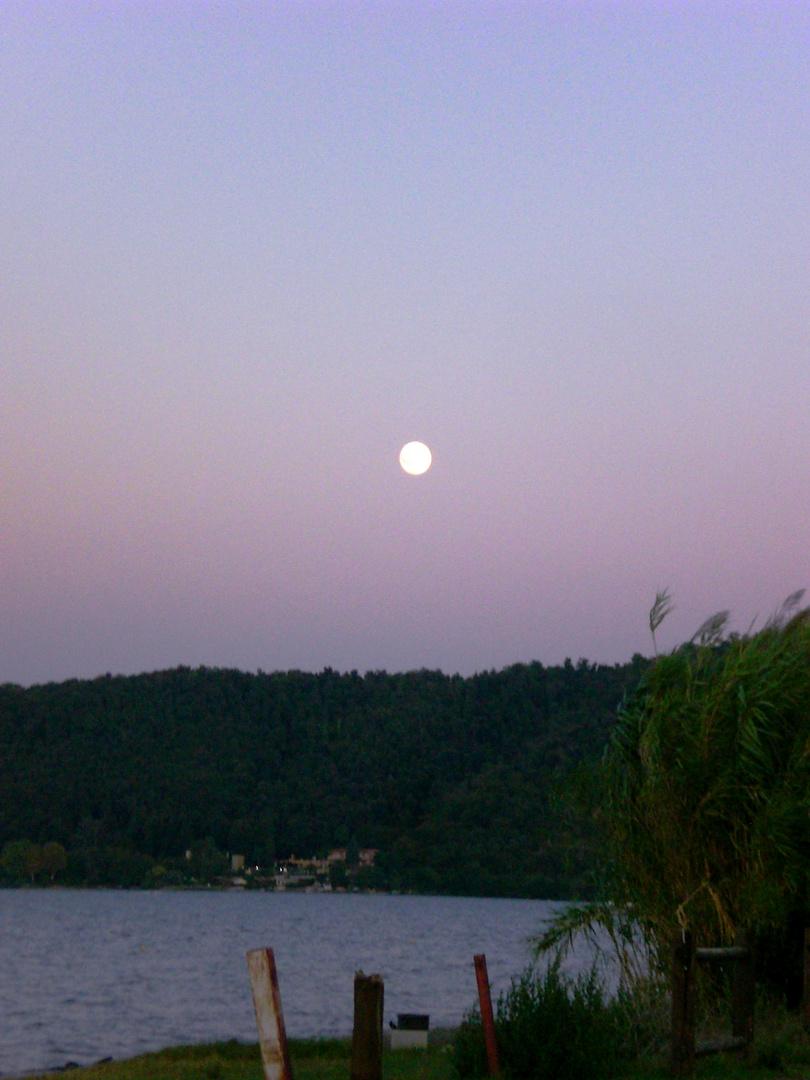 c'è una nuova luna stasera..........