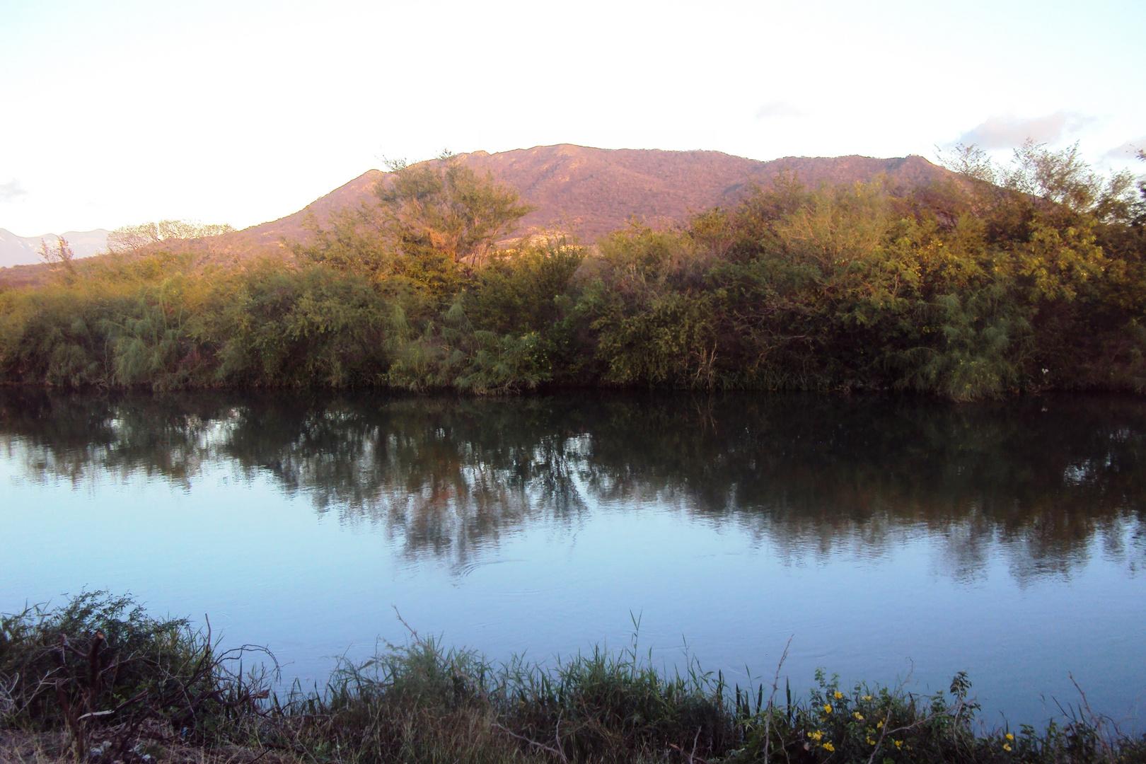 cerro blanco y canal principal de riego