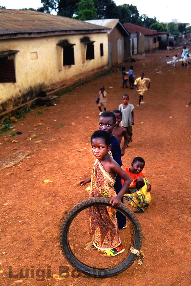 CertiBambini- Strade di Fango (Guinea-Africa)