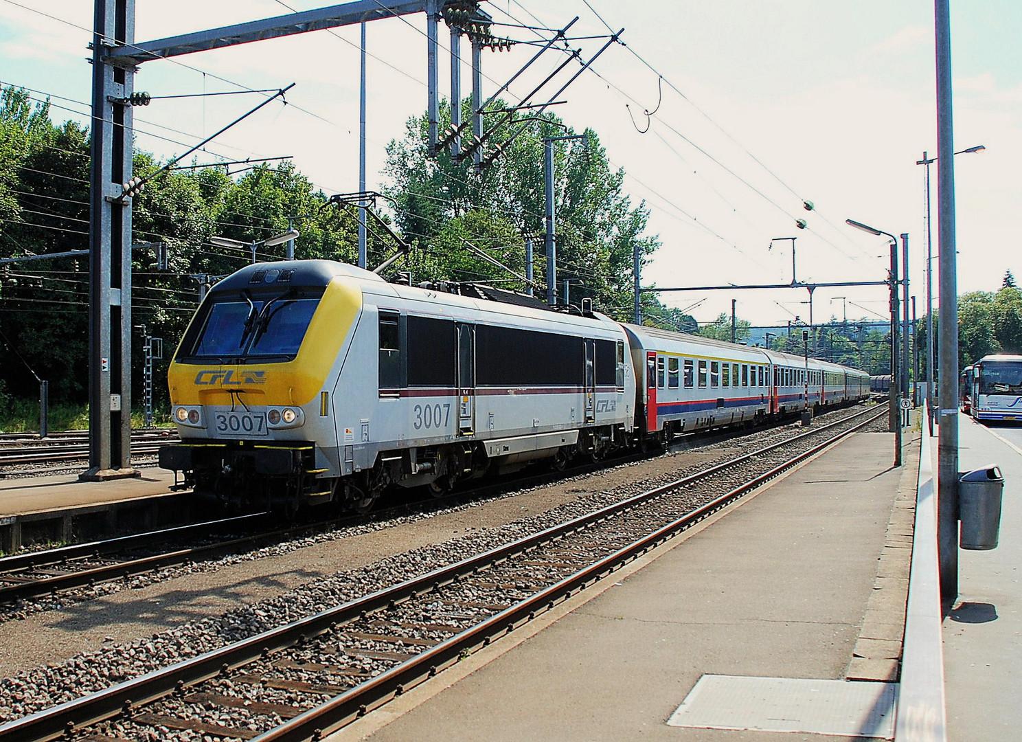 CFL-3007