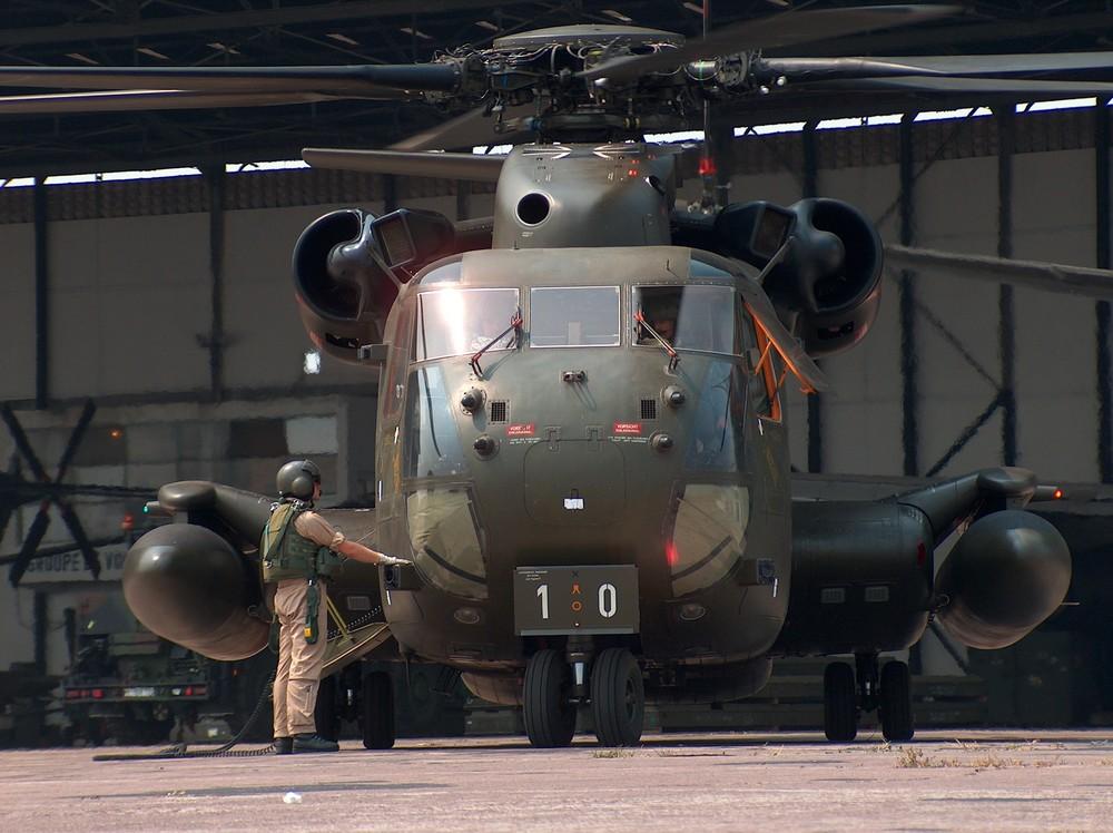 CH 53 GS auf dem International Airport Kinshasa ( Dem. Republik Kongo )