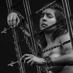 """""""chained"""" (1)"""