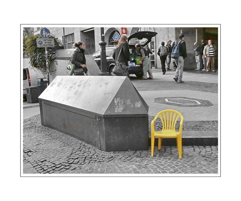 chair baby visits the coffin of the unknown citizen (the Platte in Wuppertal-Elberfeld)