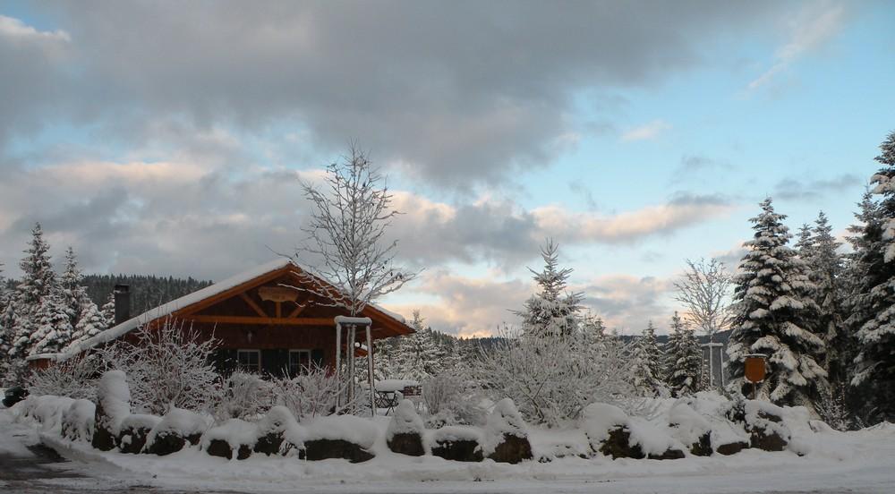 Chalet sous la neige.