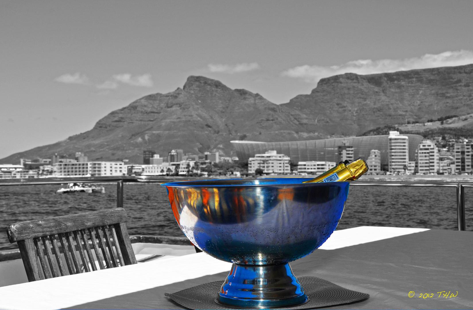 Champagner mit Blick auf den Tafelberg