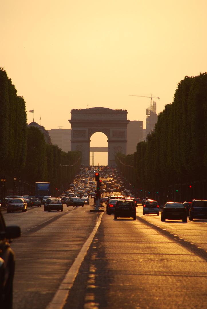 Champs-Elysées im Abendlicht