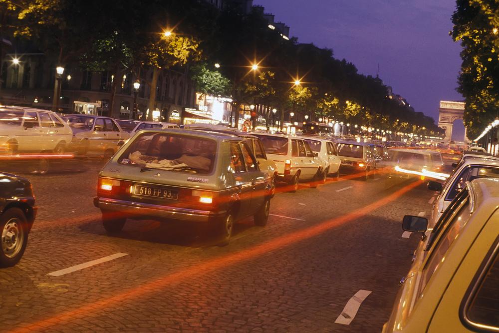 """Champs Élysées zur """"Blauen Stunde"""""""