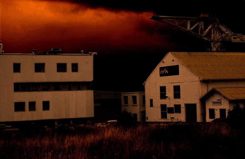 chantier naval au soir couchant