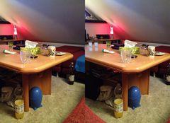 Chaos auf dem Wohnzimmertisch 3D Kreuzblick