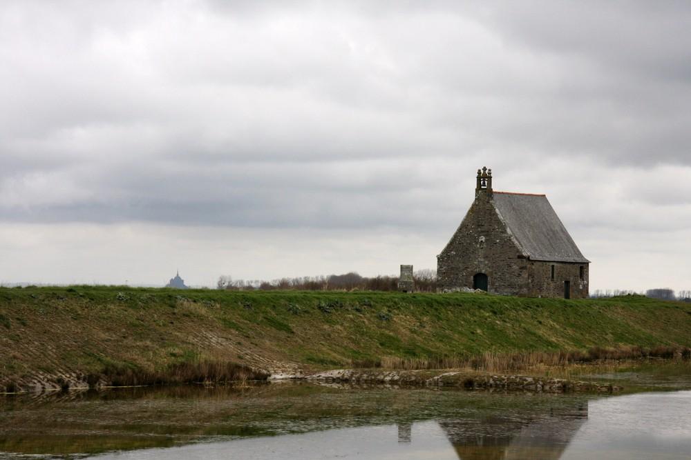 Chapelle Sainte Anne et le Mont Saint Michel