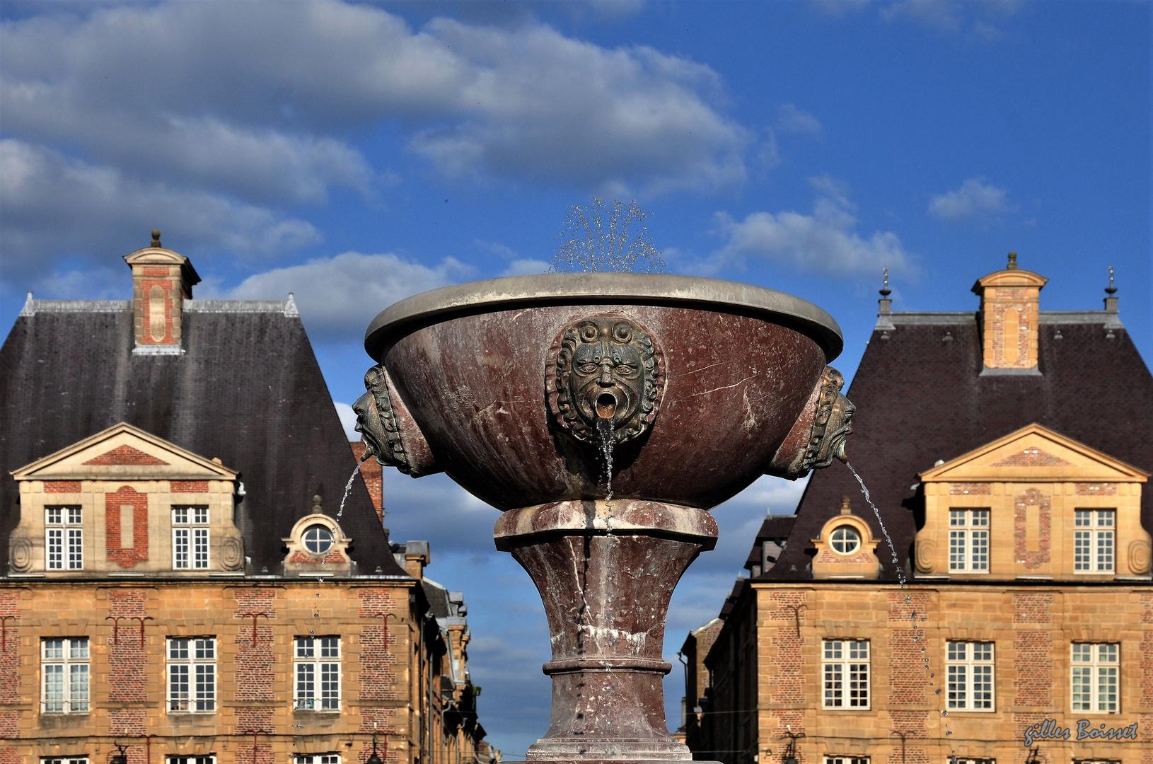 Charleville, place ducale, la fontaine